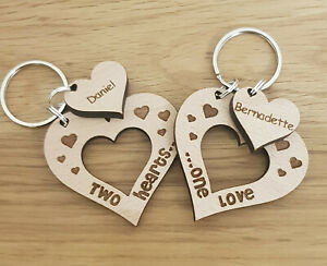 PERSONALISED-VALENTINES-GIFTS-KEYRING-HEART-HIS-amp-HERS-PAIR-COUPLES-ANNIVERSARY