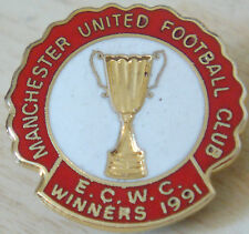 MANCHESTER UNITED 1991 EUROPEAN CUP WINNERS CUP badge Maker REEVES Bham 25mm Dia