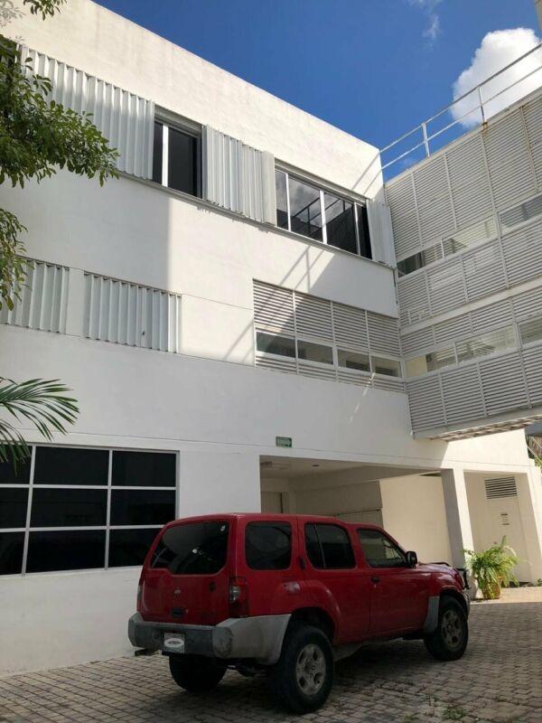 Edificio en venta con dos lotes extras en zona de gran PLUSVALIA - Cancún