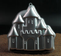 Backform Castle (Schloss)  28,8 x 29,4 x 5 cm von Wilton