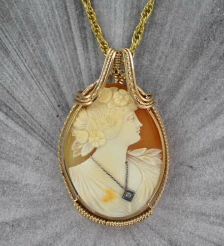 VINTAGE ANTIQUE  CAMEO PENDANT NECKLACE CARVED ITALIAN  SHELL 14KT ROLLED GOLD