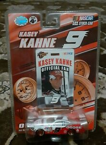 Kasey-Kahne-Diecast-Car-Winners-Circle-9-Dodge-Official-Fan-Card-1-64-Sealed