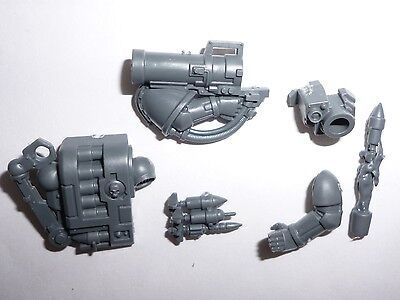 G058 Space Marines Devastator Squad Sgt Helmet//Weapons /& Accessories