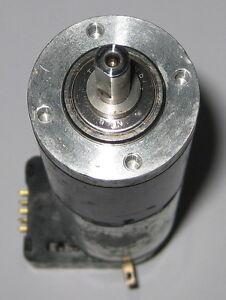 Large-Maxon-Motor-w-Gearhead-HEDS-Encoder-32mm-D-x-124mm-L-25-RPM-6-VDC