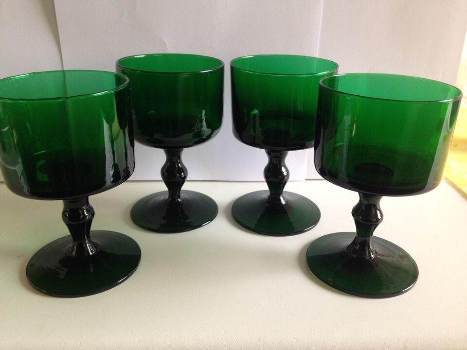 Glas, 4 ædelgrønne glas, de har lidt støbte buler