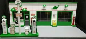SINCLAIR-GAS-STATION-FRONT-W-2-PUMP-ISLAND-HAND-CRAFTED-1-18TH-SCALE-DIORAMA