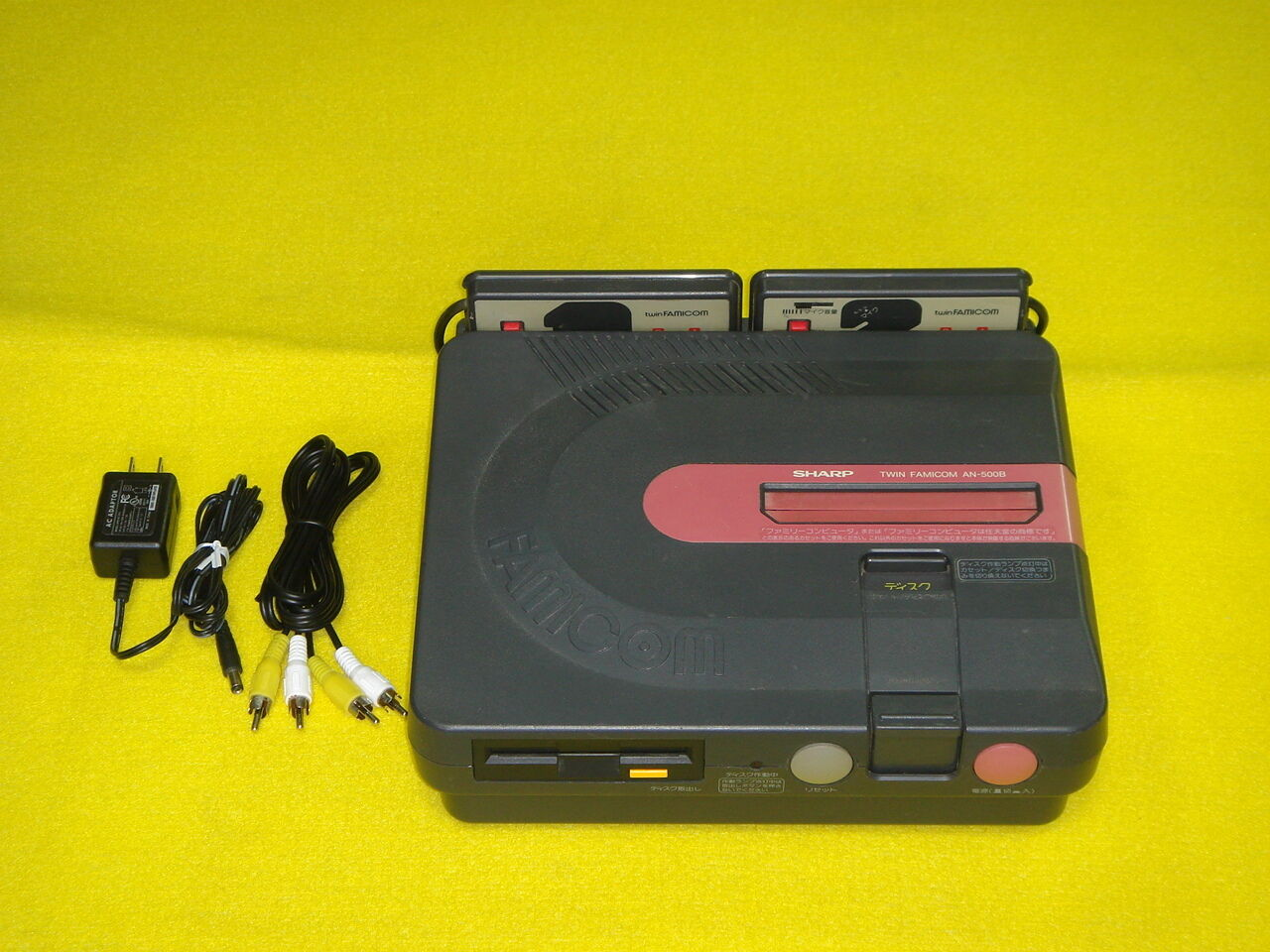 Twin Famicom Consola SHARP AN-500B Japón funcionando plenamente con adaptador para 100V-240V
