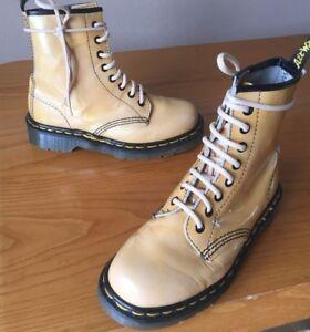 Vintage-Dr-Martens-1460-Beige-Bronceado-Botas-De-Cuero-UK-3-EU-36-Hecho-En-Inglaterra