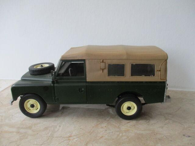 Modellauto Universal Hobbies Land Rover Serie II, III Maßstab 1:18 ohne OVP