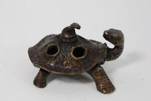 Skulptur-Figur-Bronze-Schildkroete-mit-Schlange