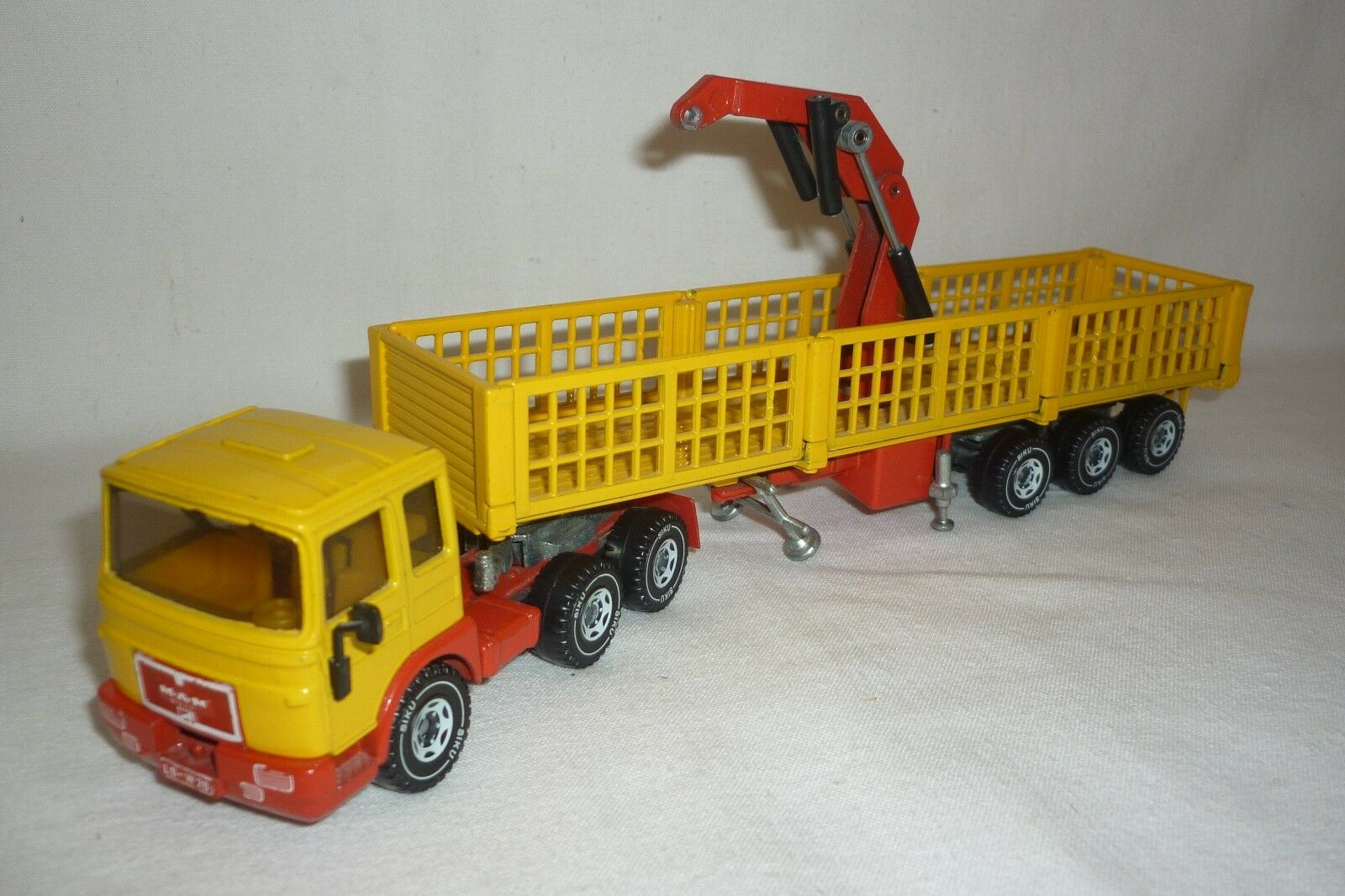 Siku   Model - Man Tractor with Loading Crane - 3415 - (8.SI-47)