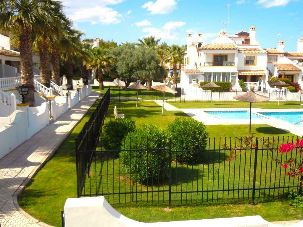 Costa Blanca South: 2 Bed 1st Floor APT+ Wi-Fi + Pool Full...