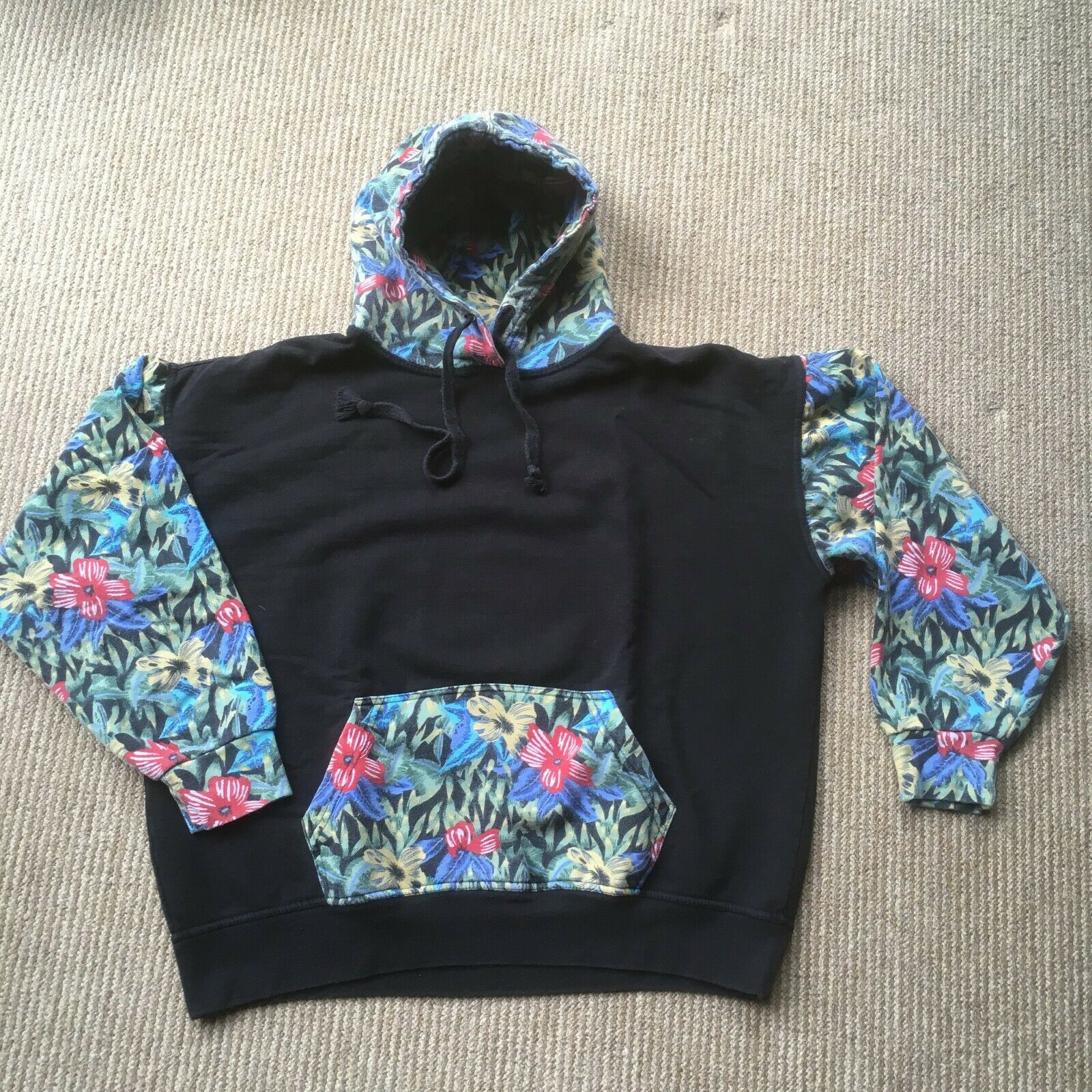New York Area Code 212 Hoodie. L. Tropical pattern. Center Pocket. Skater Look