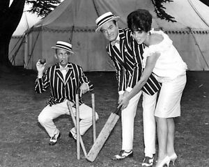 Bing-Crosby-amp-Joan-Collins-1025907-8x10-photo-other-sizes-available