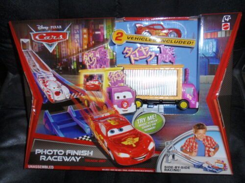Disney Cars 2  TRACK SET PHOTO FINISH RACEWAY w// TIRE TALKY TRUCK TAIA DECOTURA