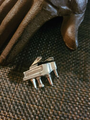 VINTAGE BEAU STERLING SILVER PIANO BROOCH GRAND PI