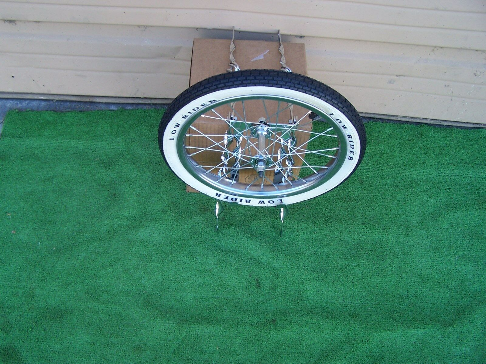 BIKE LOWRIDER  TWISTED CAGE DESIGN  SPARE TIRE  KIT WITH WHEEL LOGO TIRE