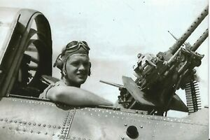 WW-II-USA-Photo-Gunner-Of-SBD-Dauntless