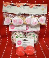 322 Pc Wilton Cupcake Mini Liners Baking Cups Frog Kiss Me Love Valentine Bake
