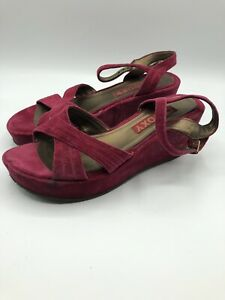 a5b5b43d3d2 Details about Roxy Hot Pink Suede Wedge Heels Women's Approx. Size 8.5