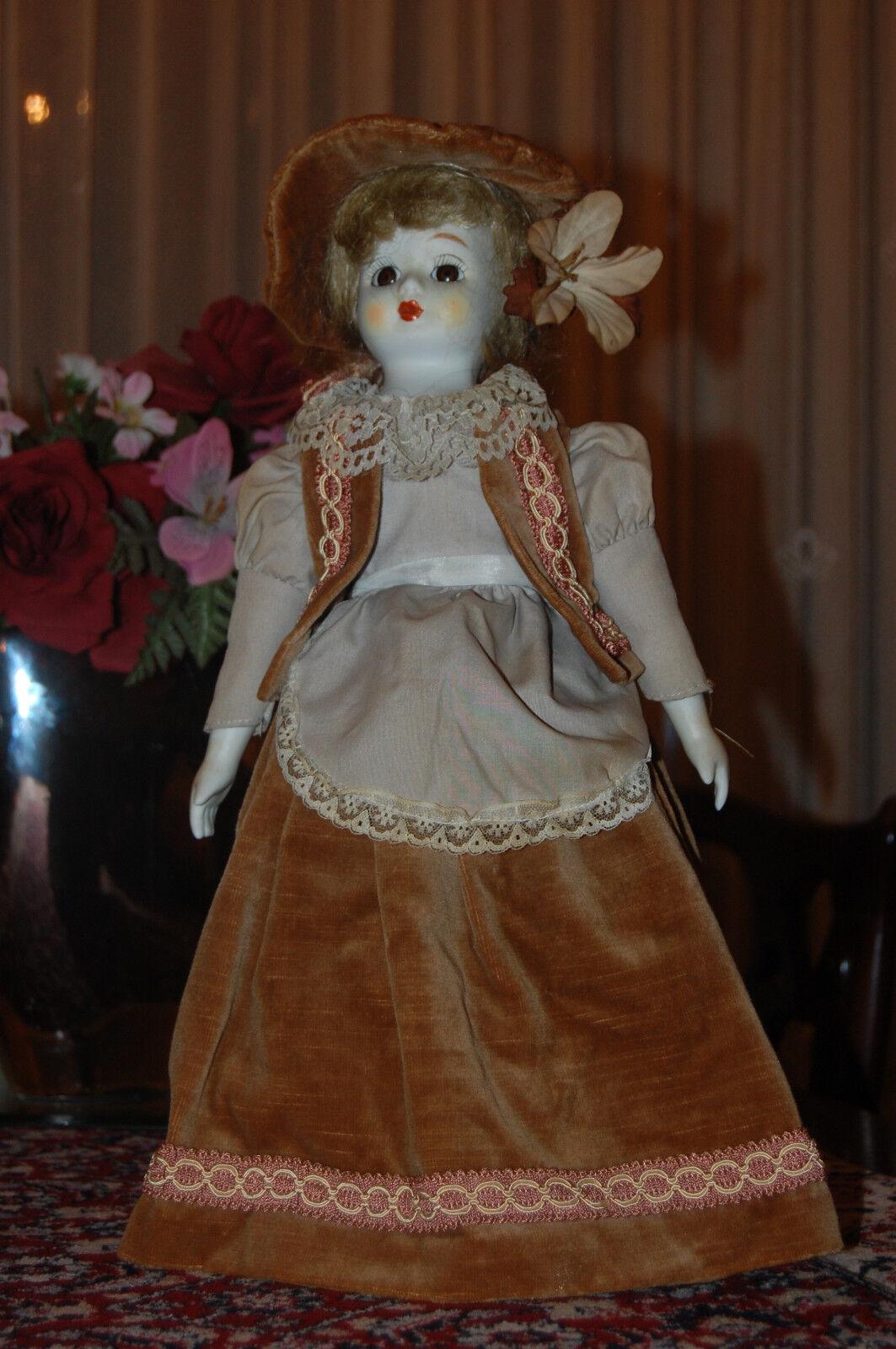 Alemania Vintage Vintage Muñeca De Porcelana Marrón De Terciopelo Vestido y Sombrero 45 Cm