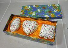 Coffret 3 petites boites porcelaine fine, fleurs rouges…