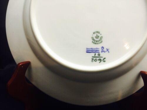 "s # 8096 White Blue Royal Copenhagen BLUE FLOWERS BRAIDED 9/"" Luncheon Plate"