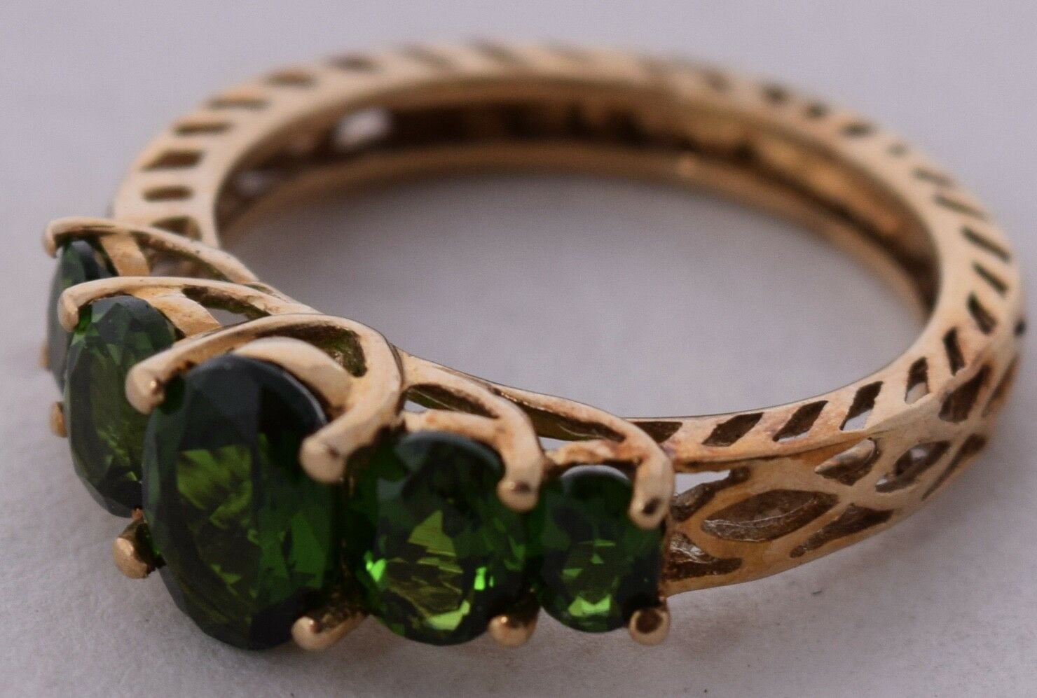 10K solid Yellow gold & Chrome Diopside vivid Green fine ring ornate setting