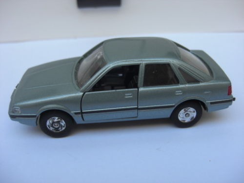 Mazda capella CG sedan lumière bleu met  mazda Co. mint 1 40 n Diapet mega rare  bienvenue à l'ordre