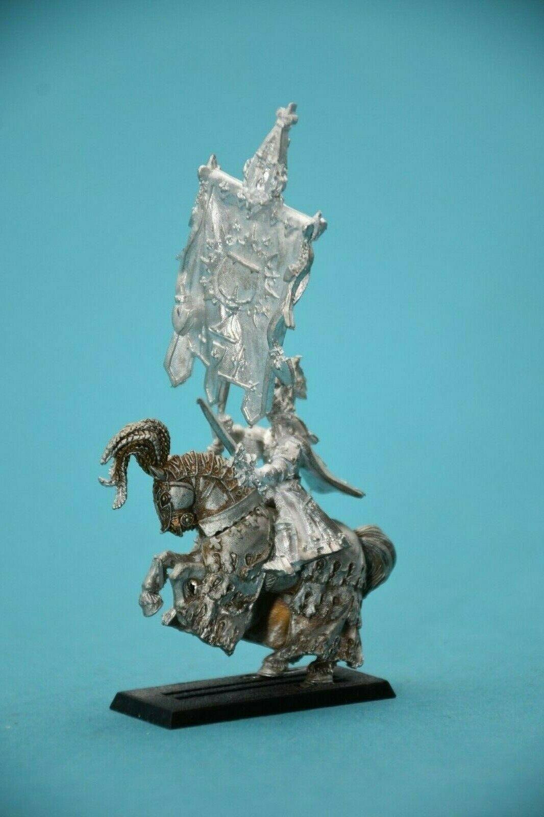 Warhammer AoS Order Bretonnian Noble Standard Bearer on Grün Knight Horse OOP