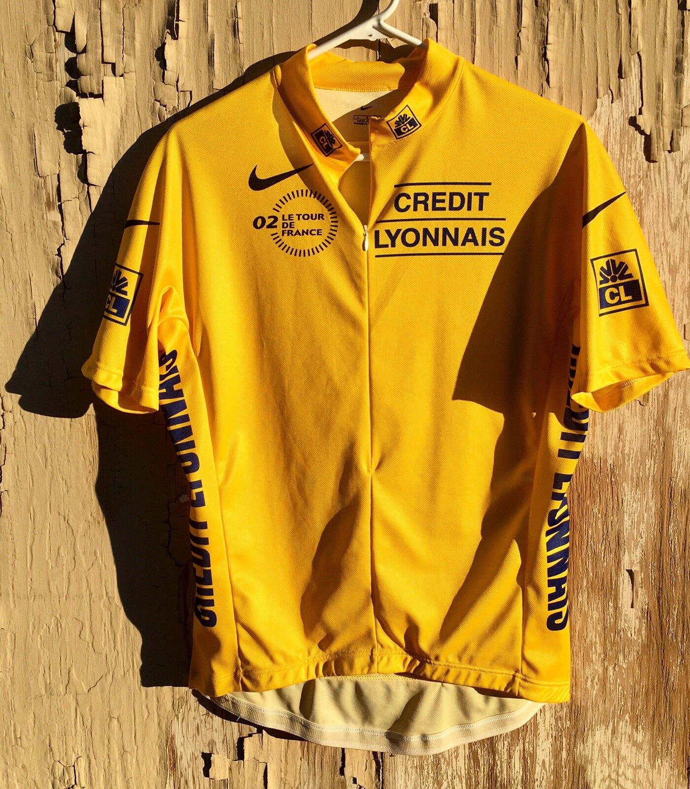 Tour De  France Yellow Leaders Jersey, Men's Size Large  novelty items