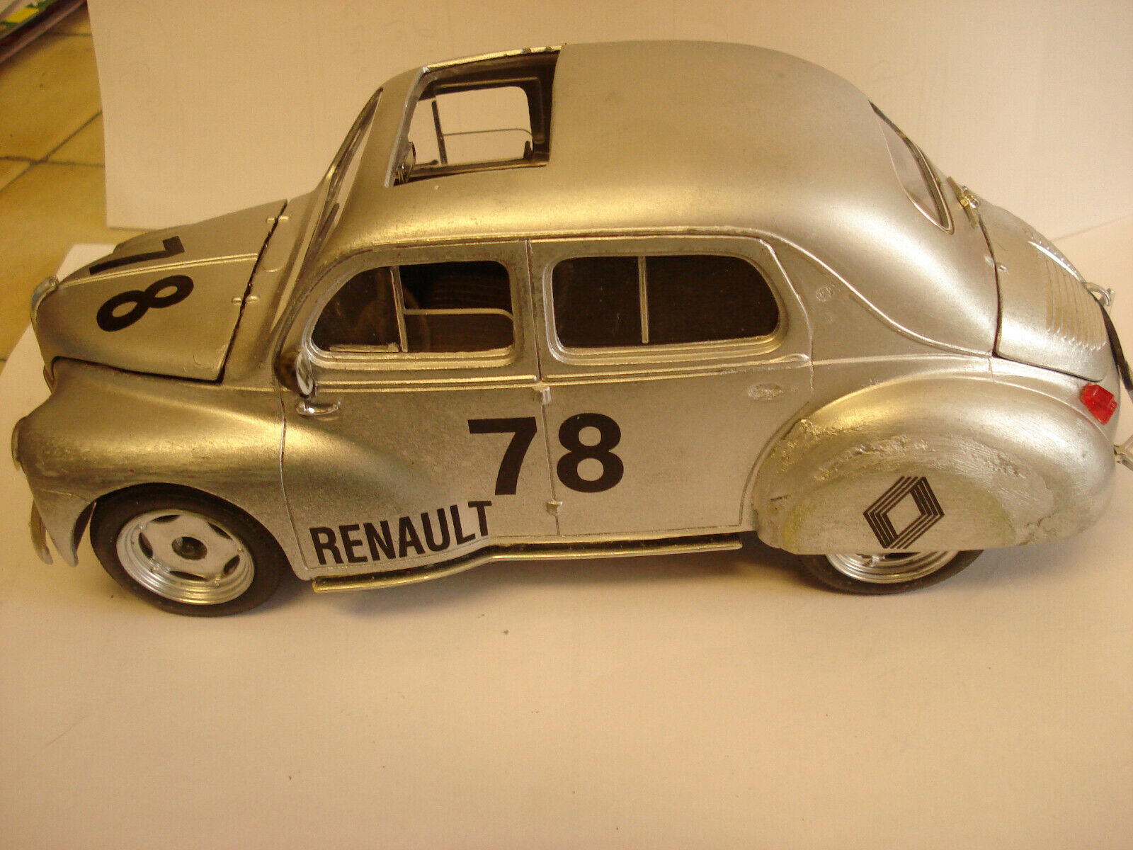 Solido   RARE   Renault 4 CV   Rallye   a toit  ouvrant    - -  1 17 - -   TBE  magasin d'usine