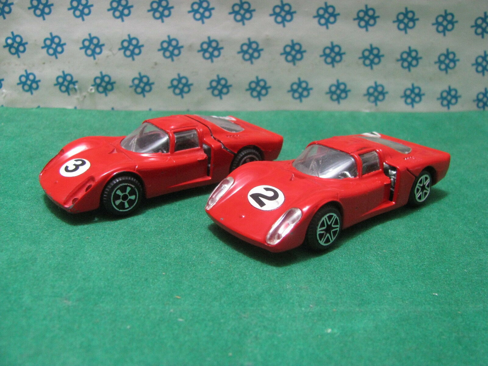 Vintage -  Zwei  ALFA ROMEO 33 2 Daytona  - 1 43  Politoys 583  1969 und 1970