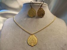 BEAUTIFUL Set Vintage Goldtone EASTERN Design Pendant Necklace & Earrings 15JS25