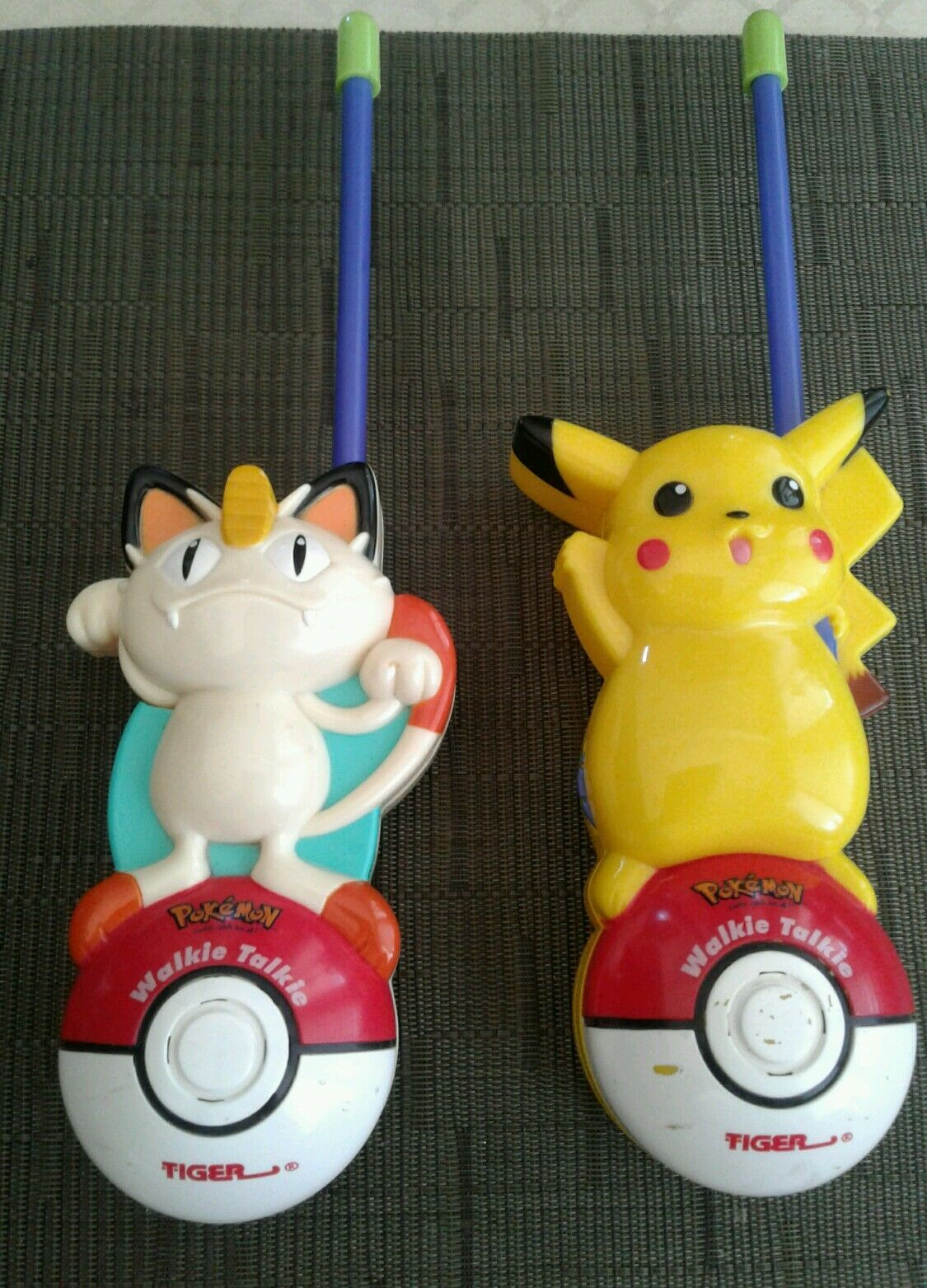 Pokémon Walkie Talkies (includes Pikachu and Meowth) by Tiger Electronics 1998
