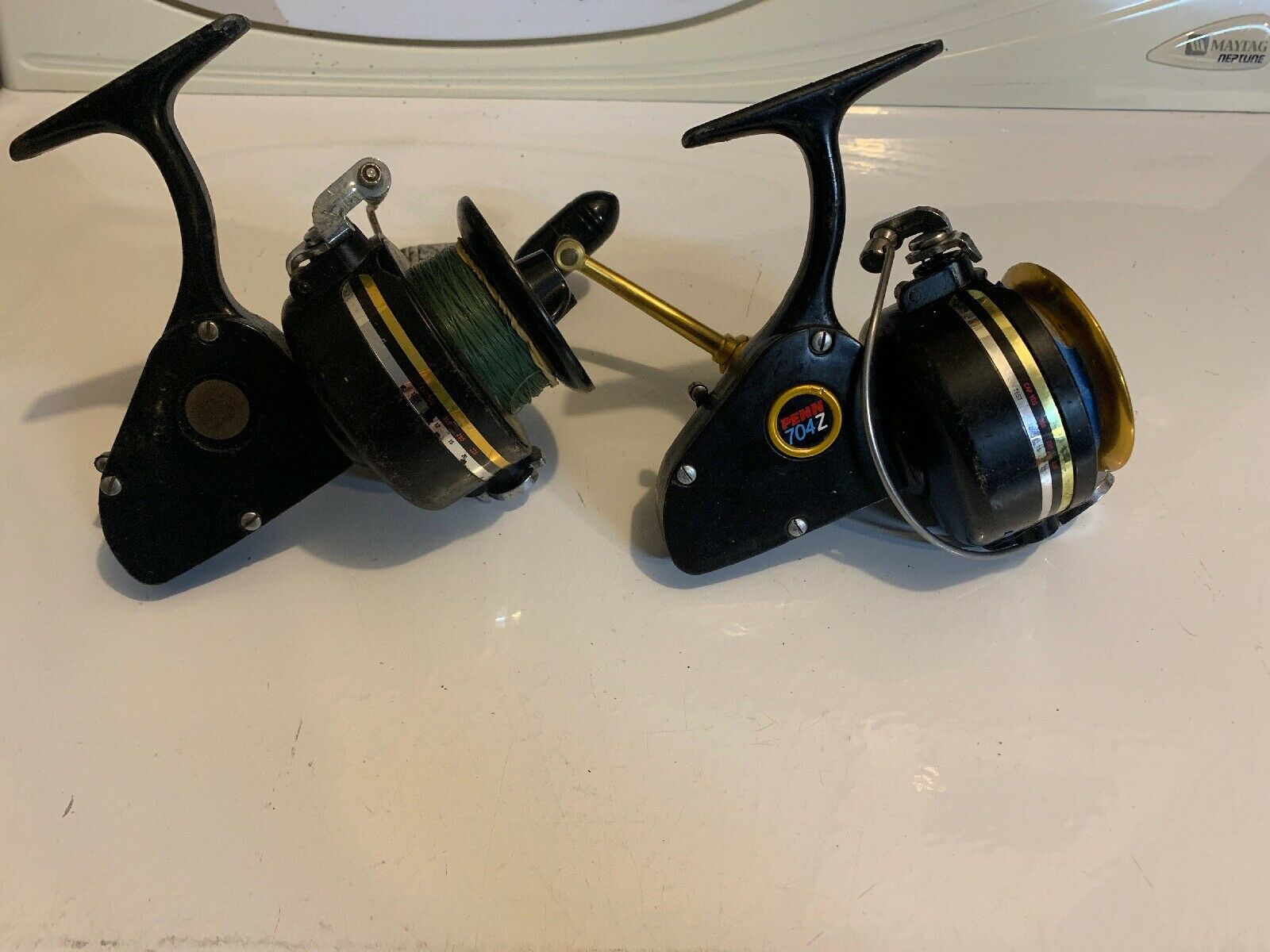 Lote de 2 Vintage 704Z Penn Spinfisher Agua Salada Spinning Carretes