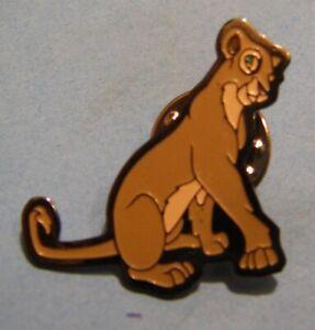 DISNEY-LION-KING-NALA-SITTING-CAPH-BELGIUM-vintage-pin-badge-Z4X