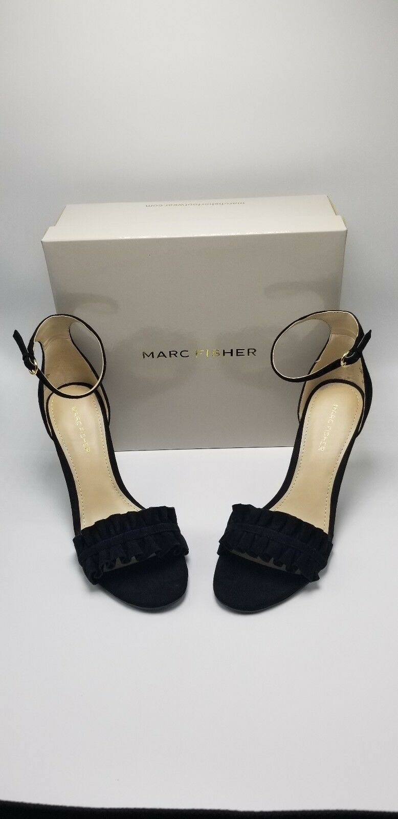 MARC FISHER  Balyda  donna`s Dimensione 10 Pleated Toe nero Suede Sandal