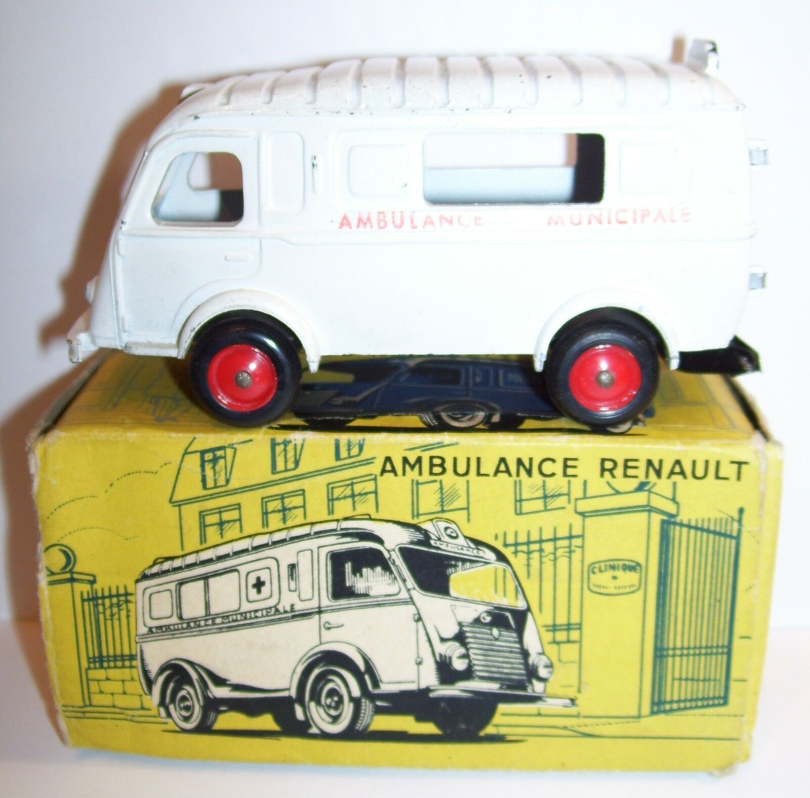 ORIGINAL OLD CIJ RENAULT 1000 kg Ambulanz kommunale ref 3-61 1955 IN BOX 1 45