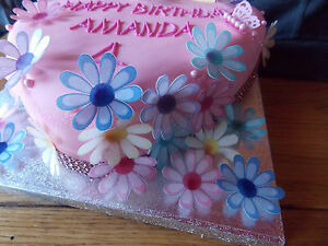 24-Edible-paper-Flowers-for-cakes-cupcake-toppers