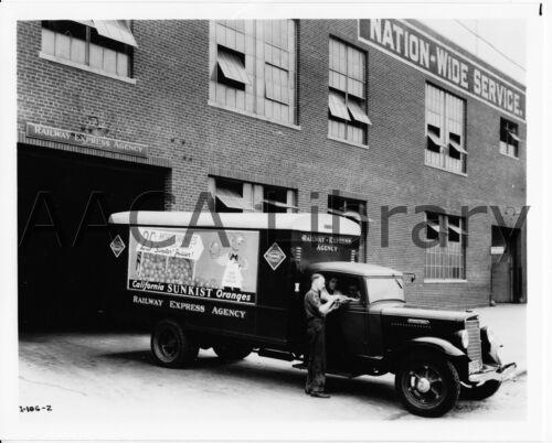 1932 International Harvester C3 Wrecker Truck Factory Photo Ref. #48202