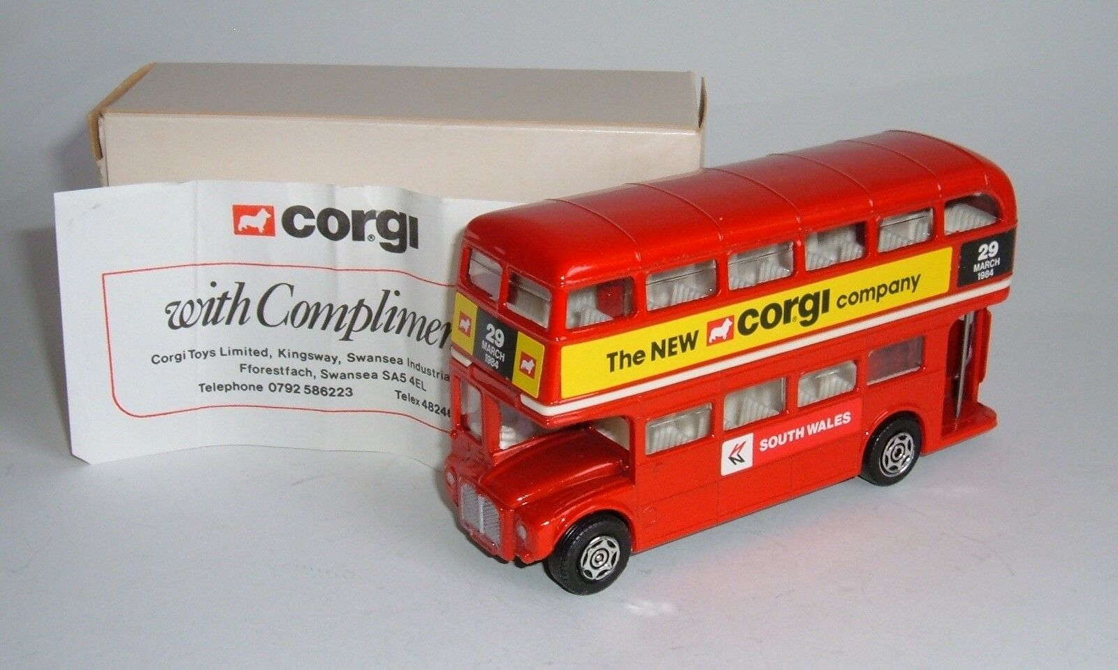 Corgi Spielzeugs No. 482, London Routemaster bus - 'The New Corgi Company', - Superb.