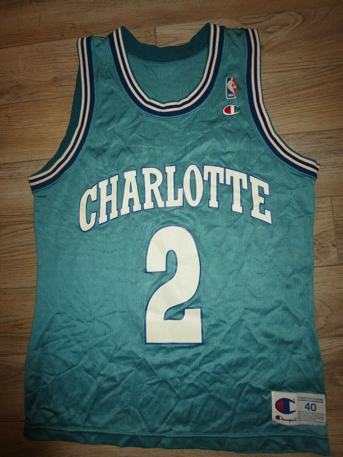 Larry Johnson  2 Chralotte Hornissen NBA Champion Trikot 40 Rookie
