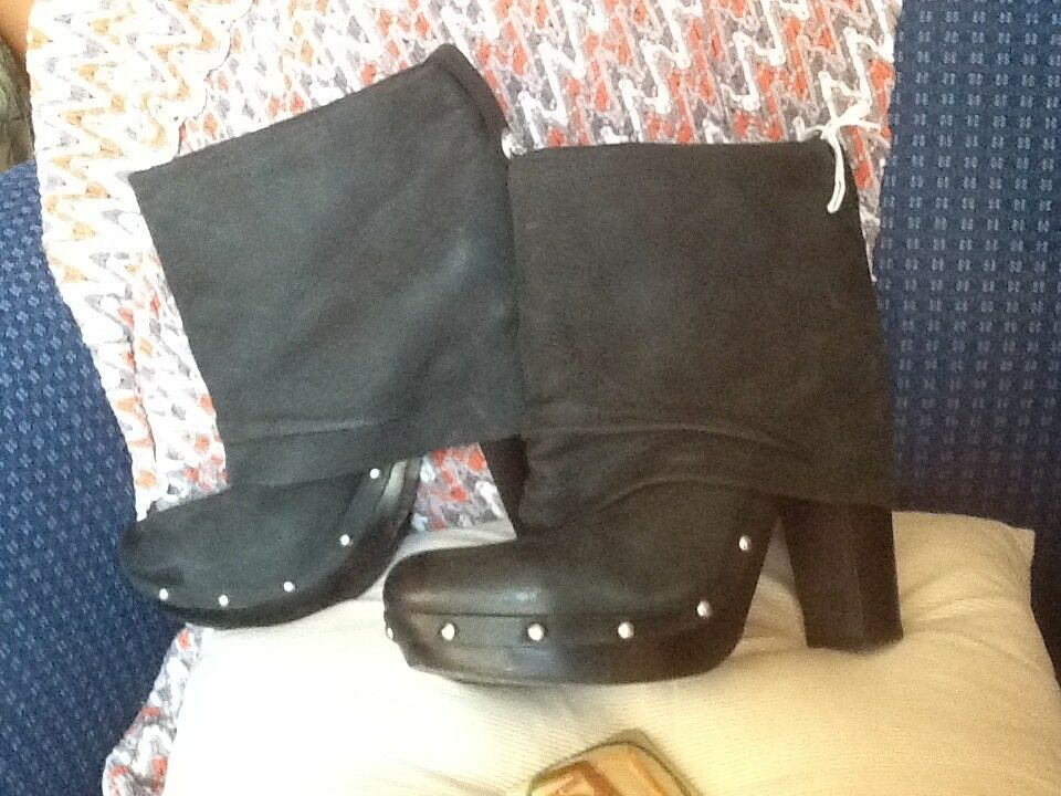 VINCE CAMUTO COCO DISTRESSED FOLDOVER STUDDED STUDDED STUDDED BOOTS EUC     SZ 10 9c41c1