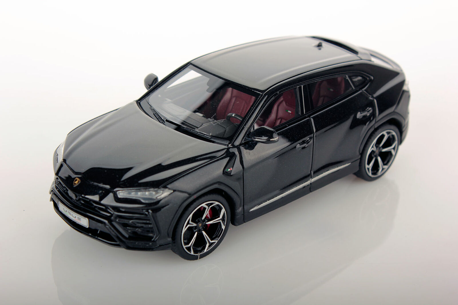 Lamborghini Urus noir  Helene 2017 1 43 Lookintelligent  approvisionnement direct des fabricants