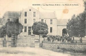 Michael-Les-Sept-Locks-La-Town-Hall-and-all-Schools