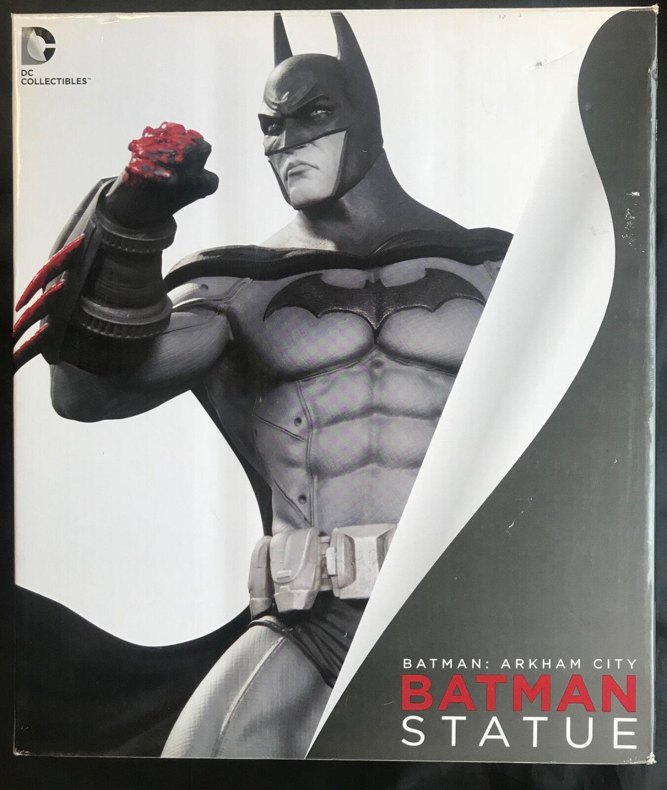 DC Collectibles Batman  Arkham City Estatua De Batman Con Caja Arrugada