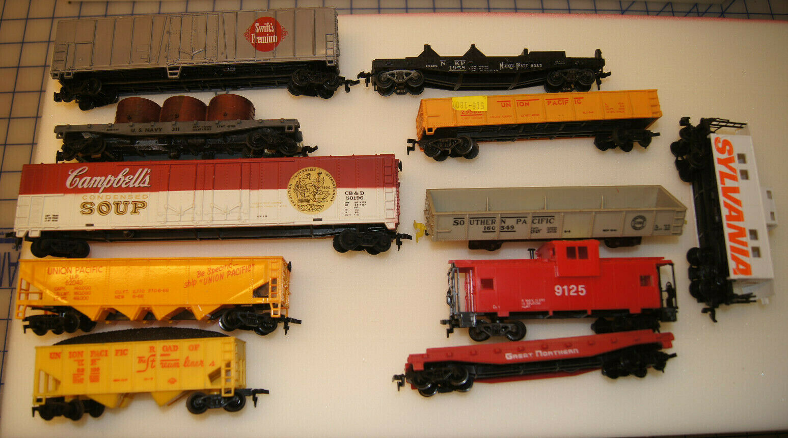 HO SCALE CARS WITH HORN HOOK COUPLERS LOTCARS - USED