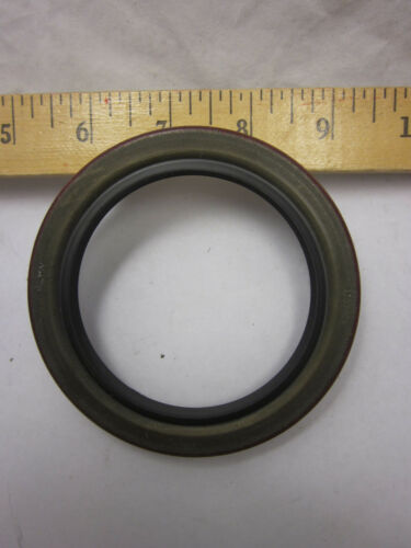 New Old Stock Federal Mogul 476500N Seal Ships Fast W//Tracking