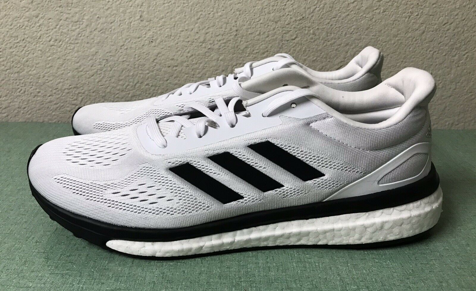 Adidas Response Boost Lt blancoo Negro para Hombre Talla 10.5 Calzado para Correr BA7543 Ultra Nuevo